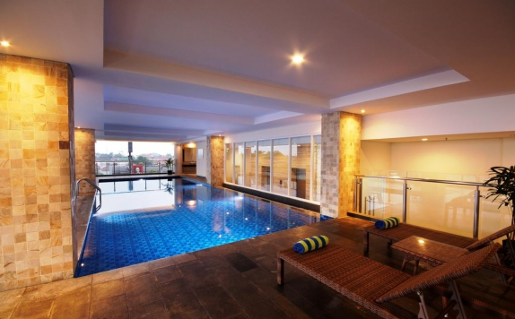 Swimming Pool di PrimeBiz Hotel Tegal
