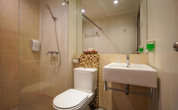 Tampilan Bathroom Hotel di Prime Royal Hotel