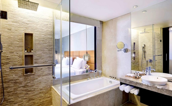 Bathroom di Pullman Bali Legian Nirwana Hotel and Resorts