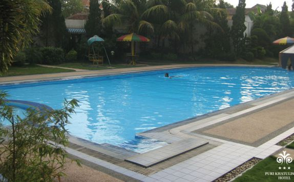 Swimming Pool di Puri Khatulistiwa