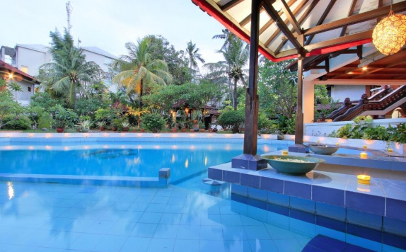 Swimming Pool di Puri Naga Seaside Cottage