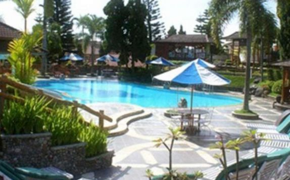 Swimming Pool di Purnama Hotel Batu