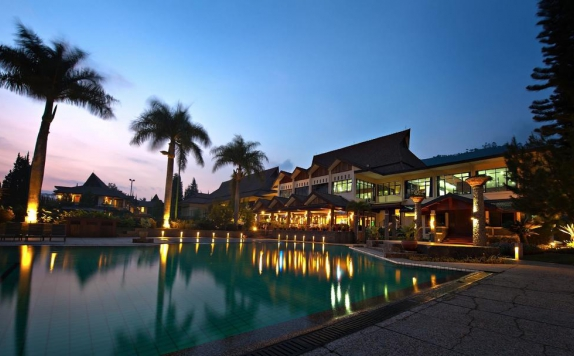 Swimming pool di Puteri Gunung Hotel