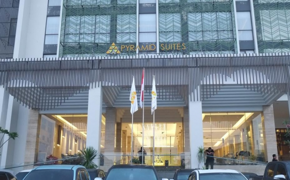 Front View di Pyramid Suites Banjarmasin
