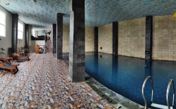 Swimming Pool di Pyramid Suites Banjarmasin