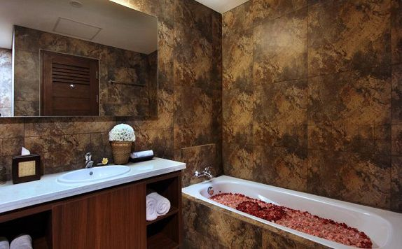 BathRoom di Radha Phala Resort and Spa