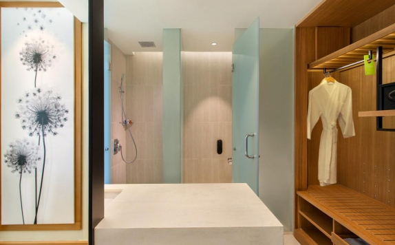 Bathroom di Radisson Golf & Convention Center Batam