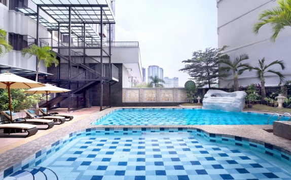 swiming pool di Radisson Hotel Medan