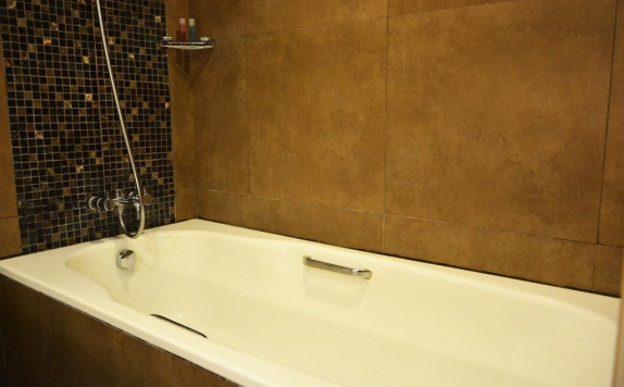 Bathroom di Ramada Bali Sunset Road Kuta (formerly Best Western Premier Sunset Road Kuta)