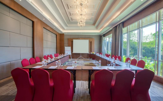 Meeting Room di Ramada Suites by Wyndham Solo