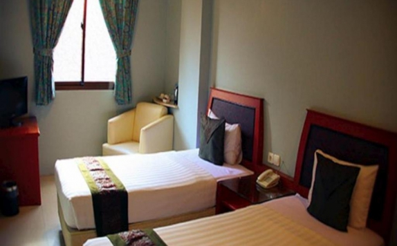 guest room twin bed di Rama Garden Hotel