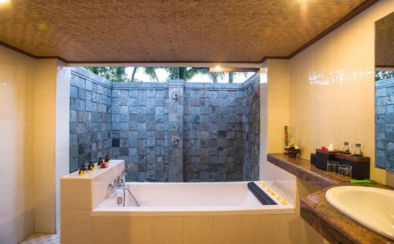 Suite Bathroom di Rama Phala Resort & Spa