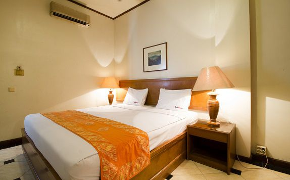 Double Bed di RedDoorz @ Dago Asri