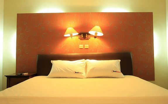 Double Bed di RedDoorz near Discovery Mall Kuta