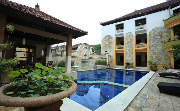 pool di RedDoorz near Discovery Mall Kuta
