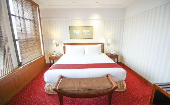 Guest room di Redtop Hotel and Convention Center