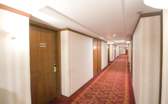 Koridor di Redtop Hotel and Convention Center