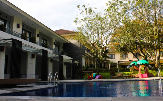 Swimming Pool di Resort Prima Cipayung