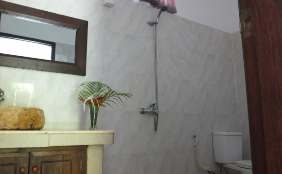 Bathroom di Ricel Homestay