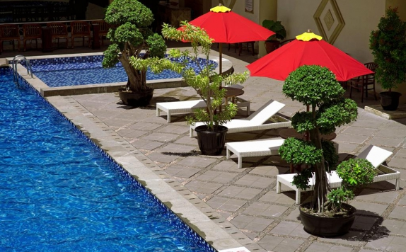 Swimming Pool di Rocky Plaza Hotel