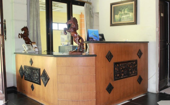 Receptionist di Ronggolawe Hotel