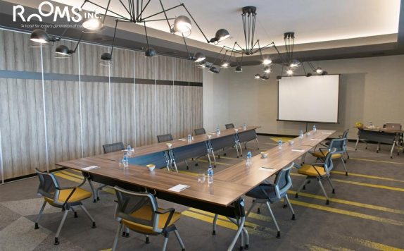 meeting room di Rooms Inc Semarang