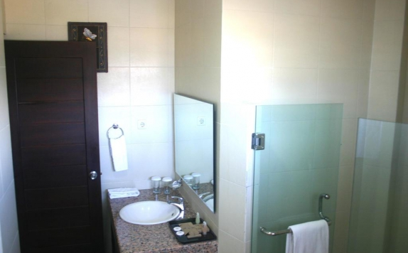 Bathroom di Royal Mamberamo Hotel