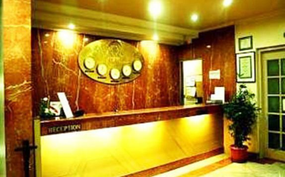 Receptionist di Royal Palace Hotel