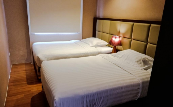 guest room twin bed di Royal Suite Condotel