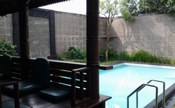 Swimming Pool di Rumah Anda Guesthouse