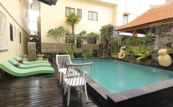Swimming Pool di S 8 Suardana Hotel