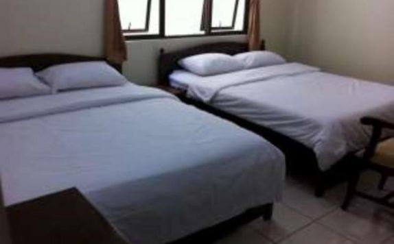 guest room twin bed di Sakura Hotel