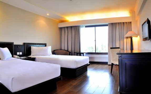 Guest room Twin Bed di Santika Cirebon
