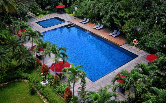 Swimming Pool di Santika Cirebon