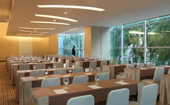 Meeting Room di Santika Premiere Dyandra