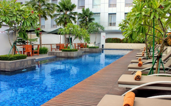Swimming pool di Santika Premiere Dyandra