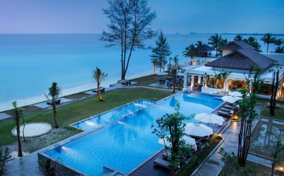 Swimming Pool di Santika Premiere Hotel & Resort Belitung