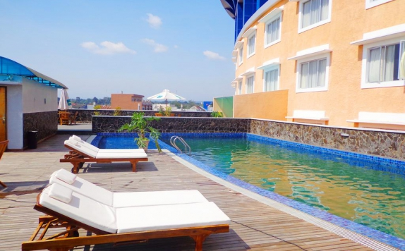 Swimming Pool di Sapadia Hotel Siantar