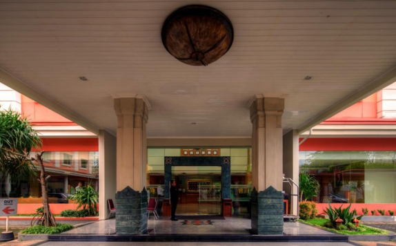 eksterior di Semesta Hotel and Convention