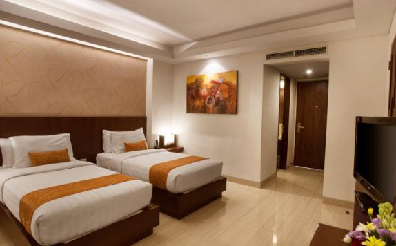 guest room twin bed di Sense Seminyak