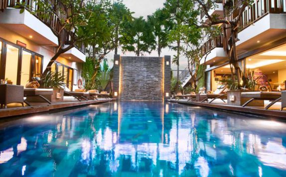 swimming pool di Sense Seminyak
