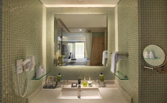 Bathroom di SenS Hotel and Spa Conference Ubud Town Centre