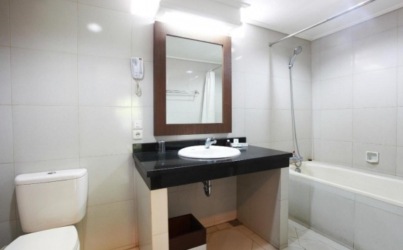 Bathroom di Sidodadi Hotel