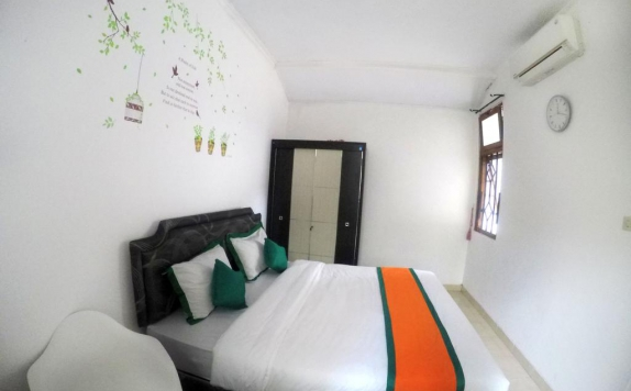 Bedroom di Simply Homy Guest House Gembiraloka