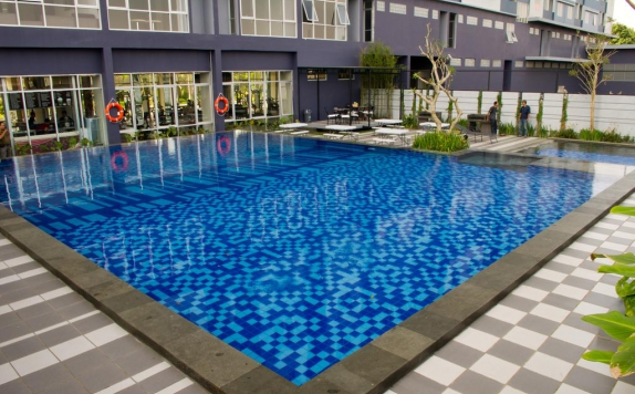 Swimming Pool di Simply Valore