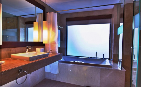 Tampilan Bathroom Hotel di Soll Marina Hotel & Conference Center Bangka