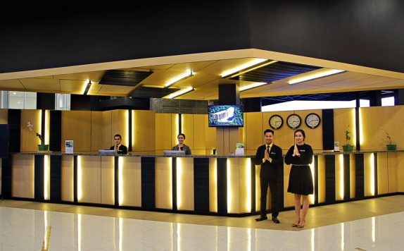 Receptionist di Sparks Convention Hotel