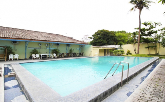 Swimming Pool di Sri Wedari Hotel