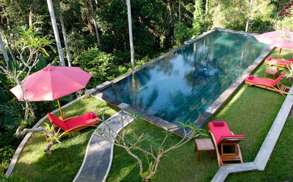 Swimming Pool di Suara Air Luxury Villa