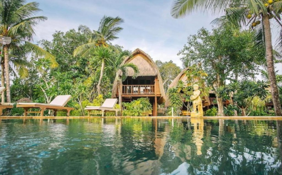 Swimming Pool di Sukanusa Luxury Huts
